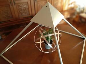 Piramide in alluminio da meditazione